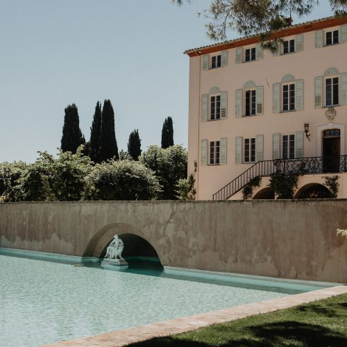Bastide du Roy pool and building